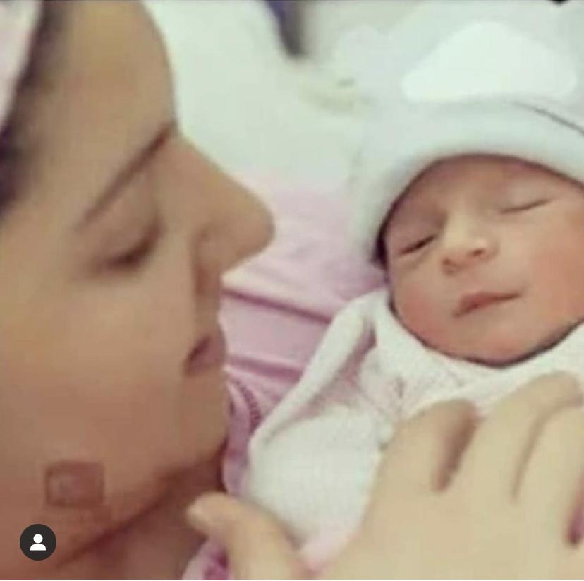 Anushka Sharma daughter pic
